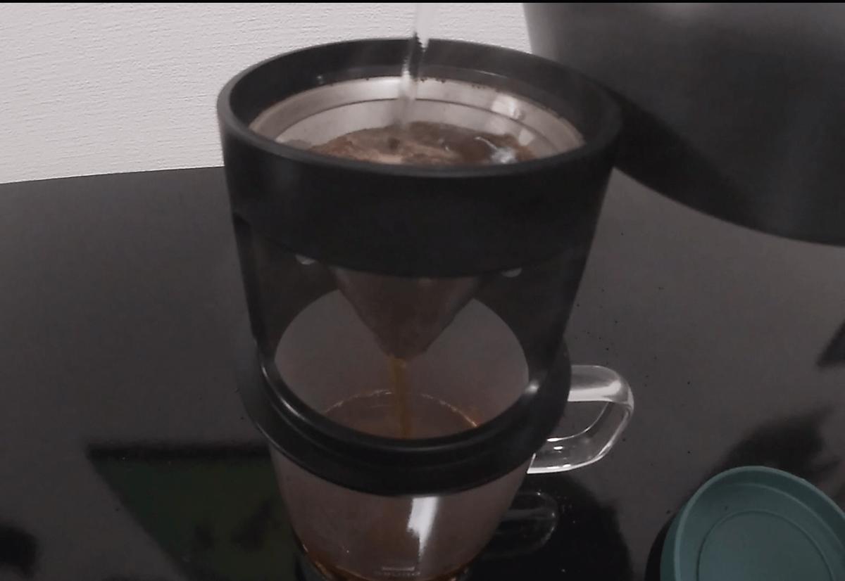 BRUNOペーパーレスコーヒードリッパーでコーヒーを入れる