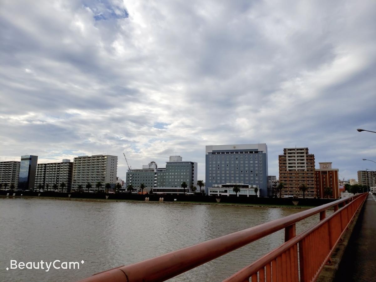 宮崎観光ホテルと青空