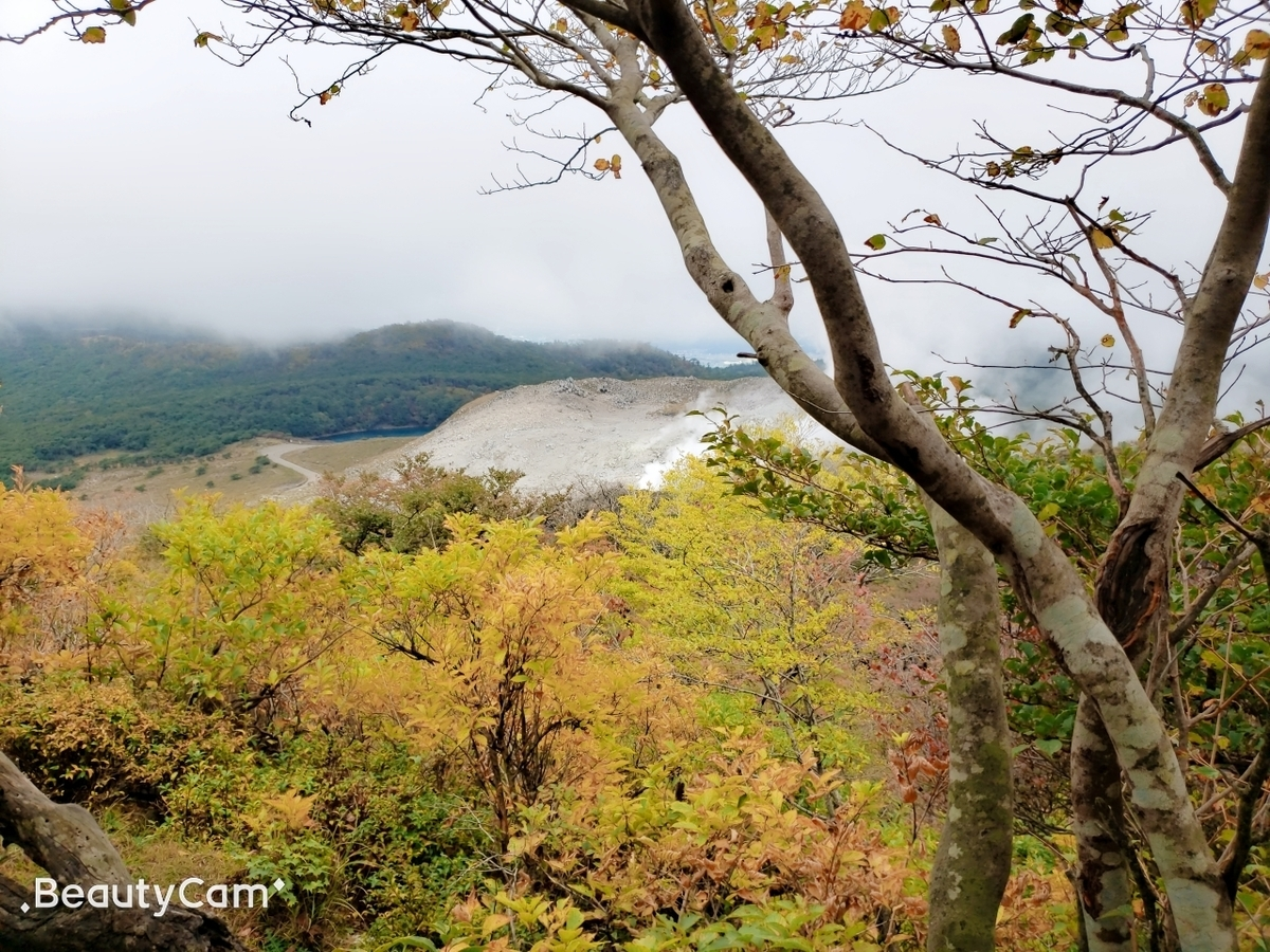 韓国岳から見える硫黄山