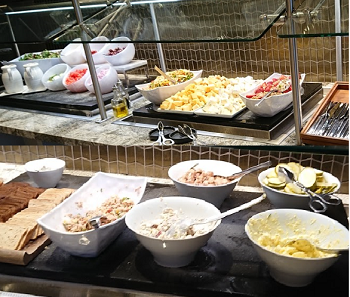 ポラリスラウンジのサラダ