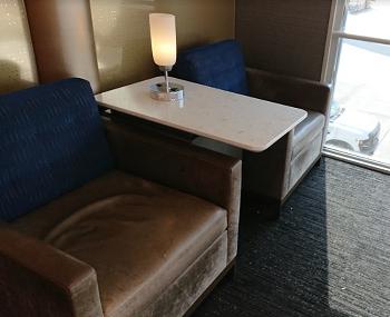 ポラリスラウンジのソファ席