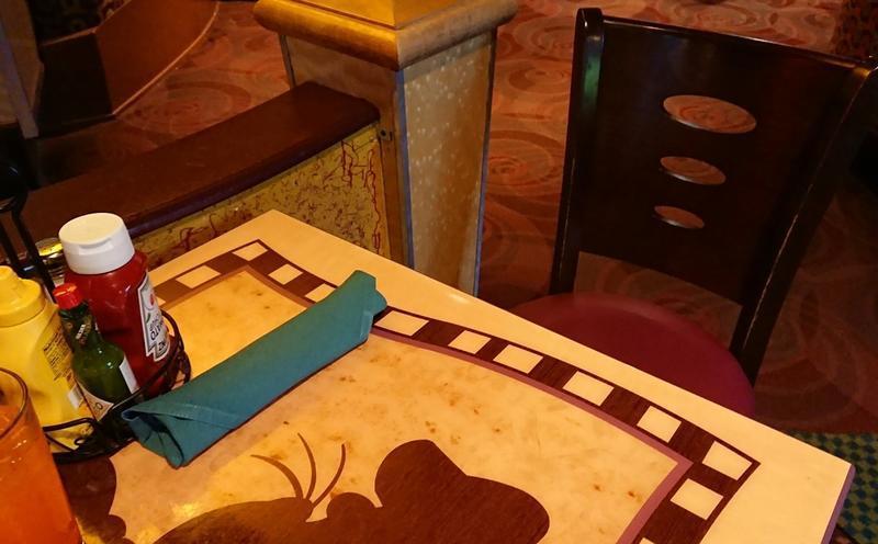 グーフィーズキッチンのテーブル