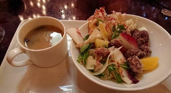 カーセイサークルレストランの前菜(サラダとスープ)