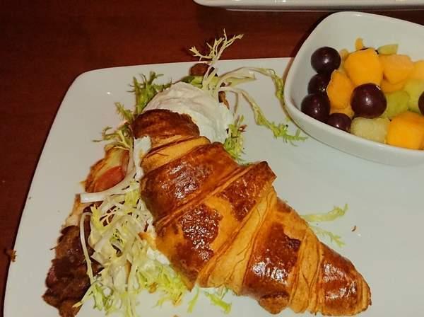 美女と野獣のレストラン Be our guest restaurantのサンドイッチ