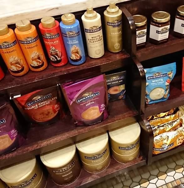 ギラデリ ソーダファウンテン&チョコレートショップで販売されているチョコソース