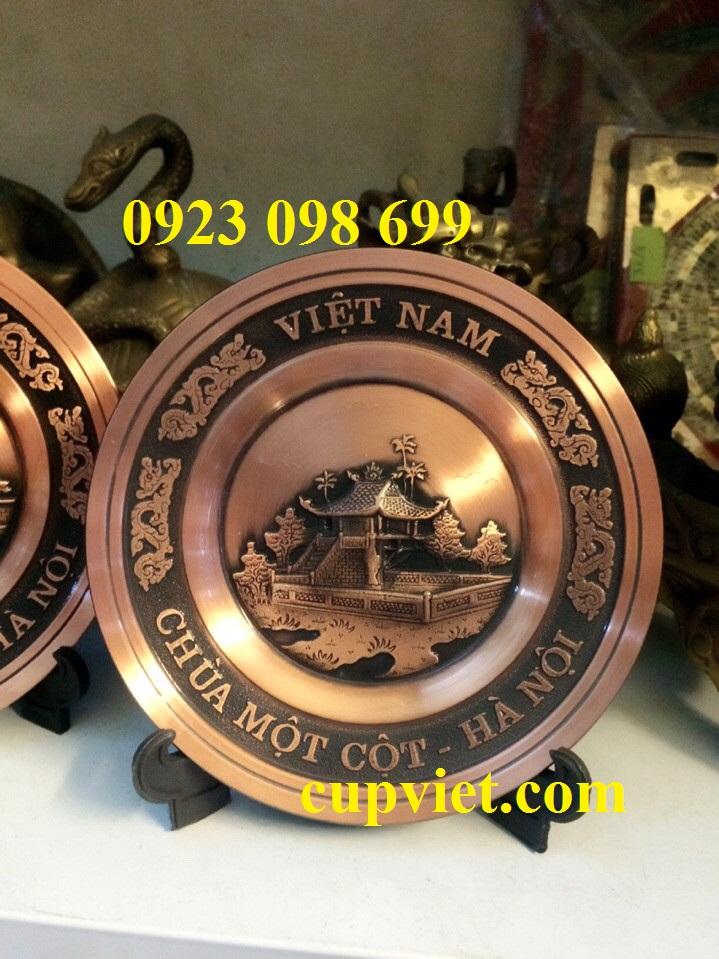 biểu trưng kỷ niệm, biểu trưng đồng cao cấp. đĩa đồng đúc nổi phong cảnh, đĩa đồng viền gỗ đẹp