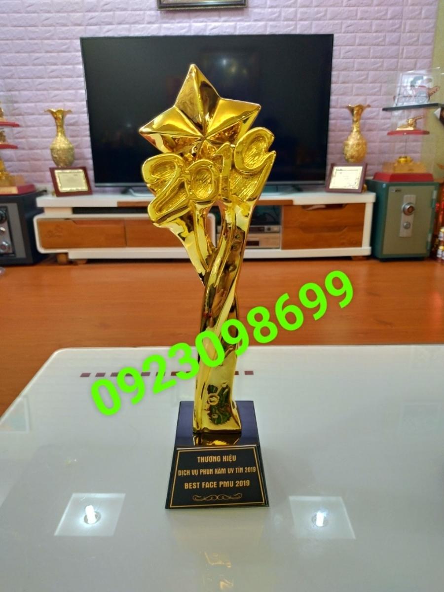 Sản phẩm cần bán: Chuyên cung cấpcúplưu niệm,cúp vinh danh,cúpquà tặng,bán cúpdoanh nhân 20190422123346