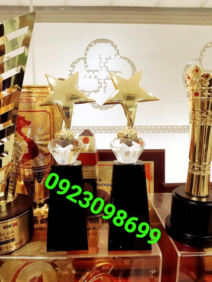 Sản phẩm cần bán: Chuyên cung cấpcúplưu niệm,cúp vinh danh,cúpquà tặng,bán cúpdoanh nhân 20190422123403