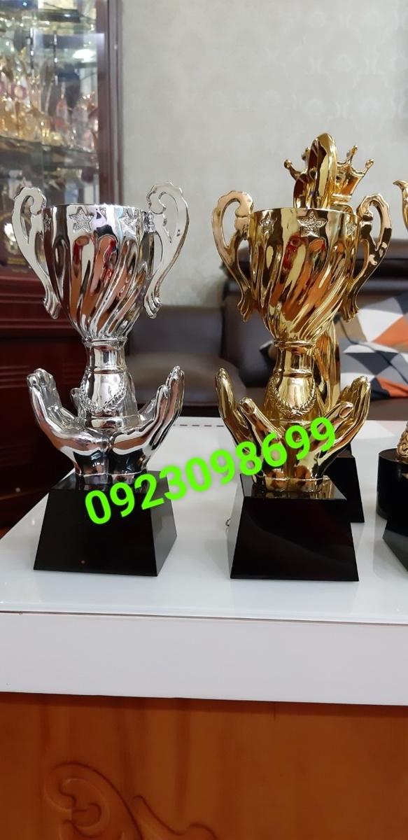 Sản phẩm cần bán: Chuyên cung cấpcúplưu niệm,cúp vinh danh,cúpquà tặng,bán cúpdoanh nhân 20190422123423