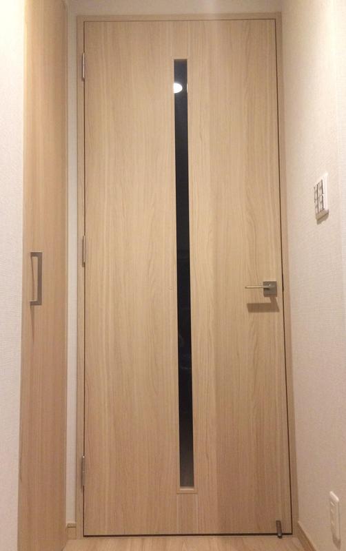 ペットドア取り付け前のドア