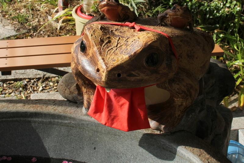 末廣神社のカエル