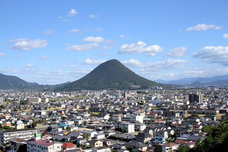丸亀城から見る飯野山