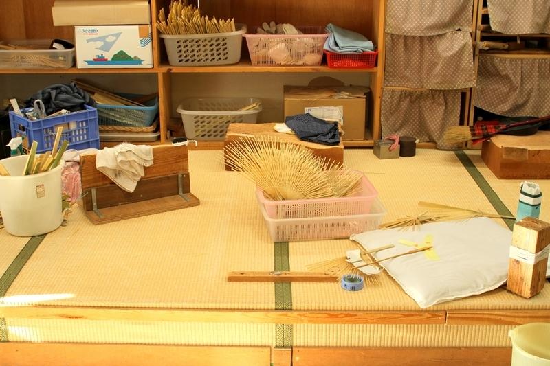 丸亀城観光案内所うちわ作り