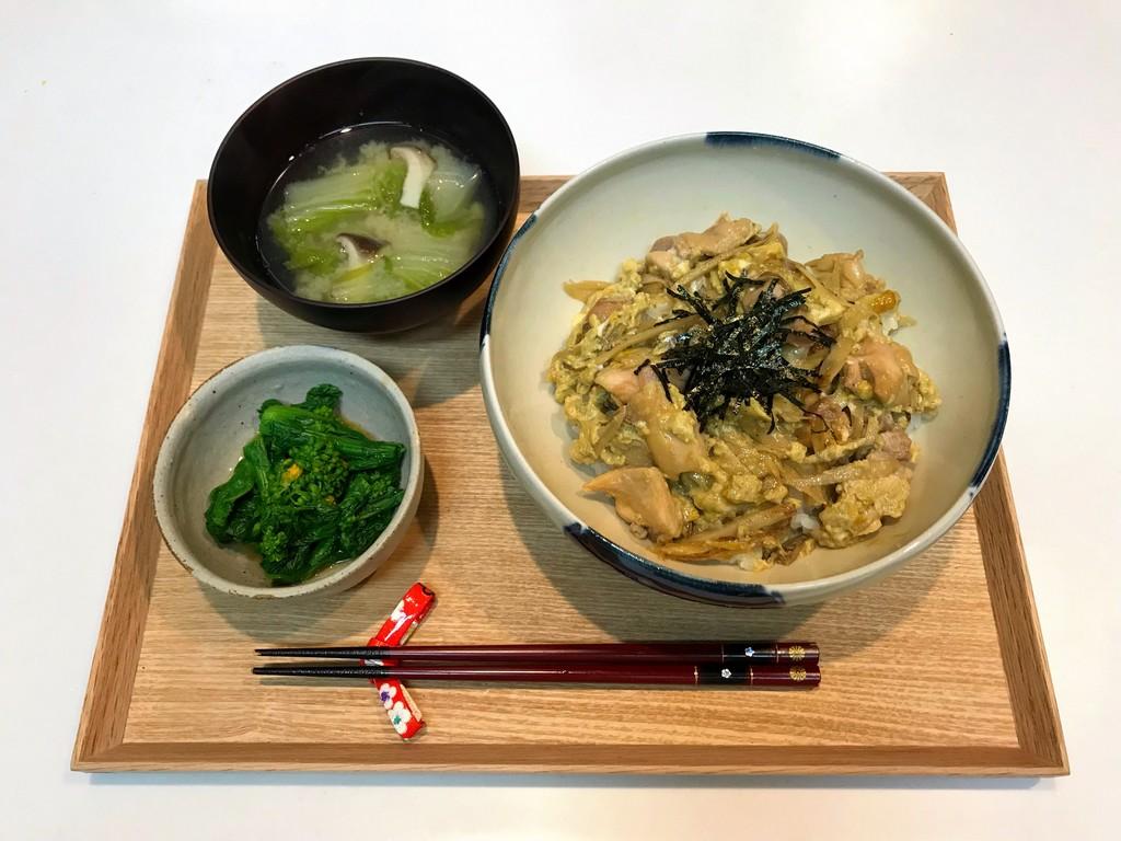 献立 一汁二菜 親子丼 菜の花のからし和え 味噌汁