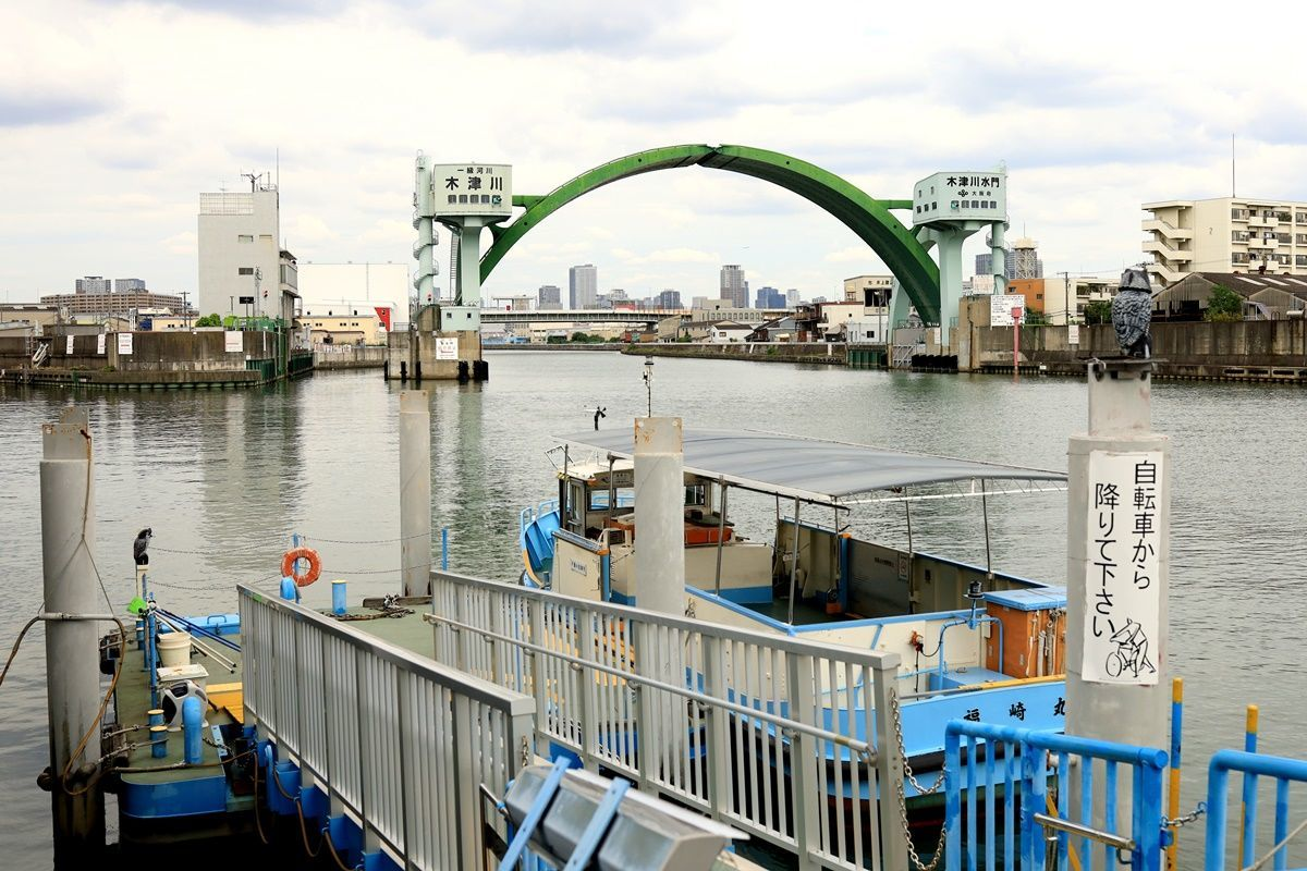 【大阪】アーチ型水門『木津川水門』を渡し船から眺める