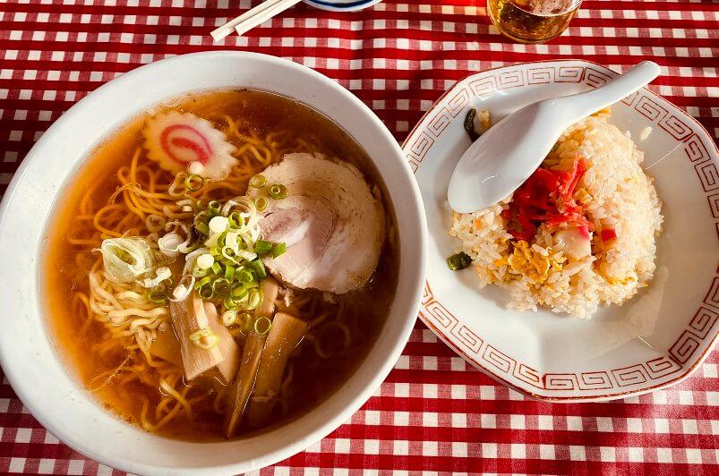 江古田の激渋町中華「大羊飯店」の半ちゃんラーメン