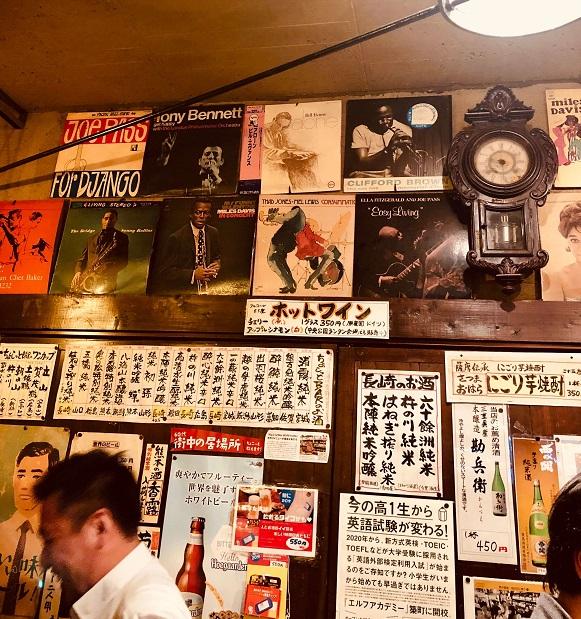 長崎市賑町の角打ち「森山酒店」の店内角打ちスペース