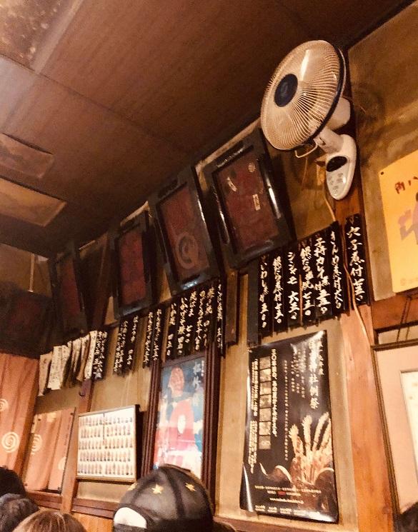 月島の老舗居酒屋「岸田屋」の店内のお品書き