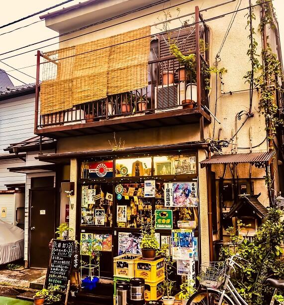 牛込神楽坂にある本格角打ち酒場「飯島酒店」の外観