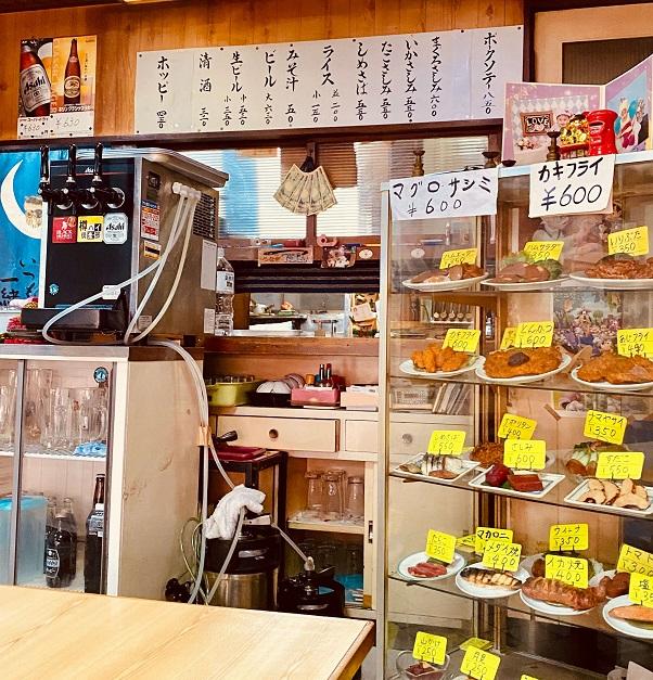 十条の大衆食堂「天将」の店内ショーケース