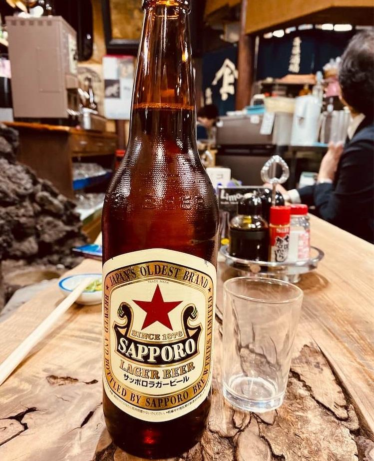 十条の「斎藤酒場」でサッポロ赤星大瓶