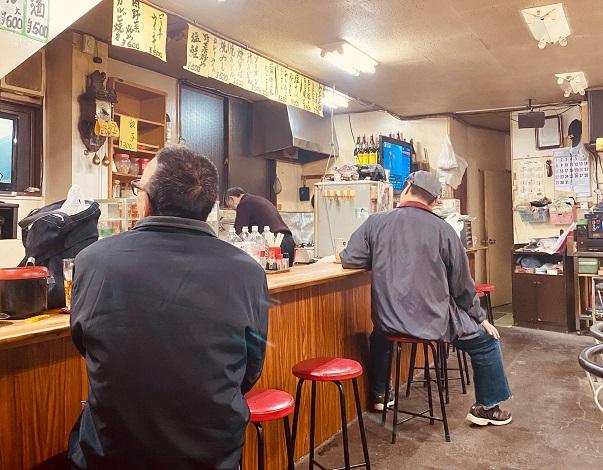 山谷にある大衆酒場「追分」の店内