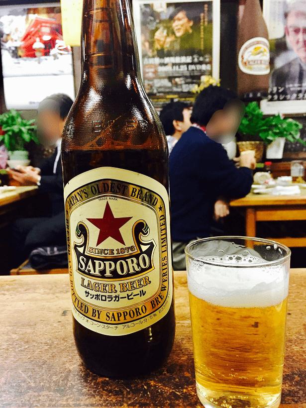 新子安の横浜三大市民酒場の「諸星」の店内