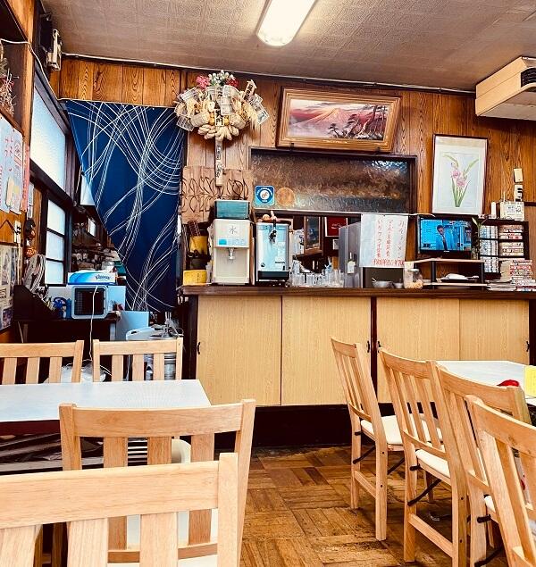 石神井公園の中華・洋食「辰巳軒」の店内