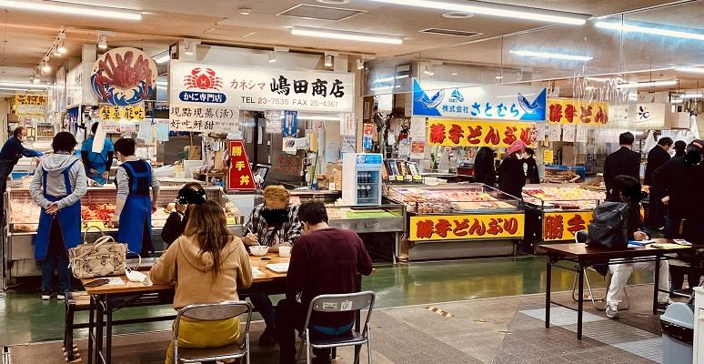 釧路の「和商市場」の魚屋が集まっているゾーン。