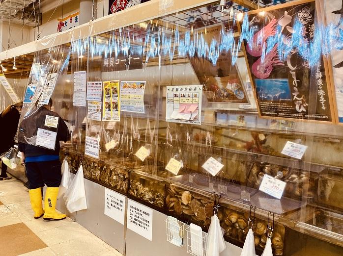厚岸の「エーウロコ」の牡蠣販売コーナー