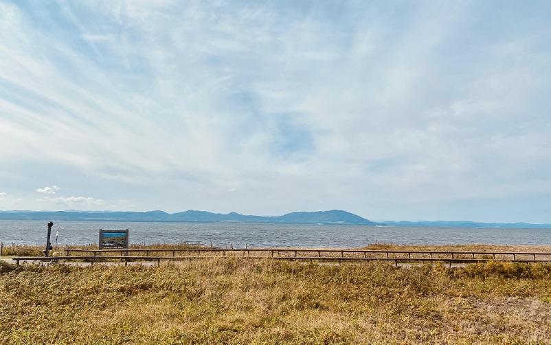 「ワッカ原生花園」からのサロマ湖の景色