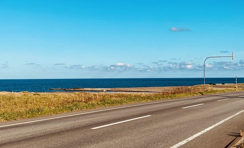 国道238号線沿いのオホーツク海