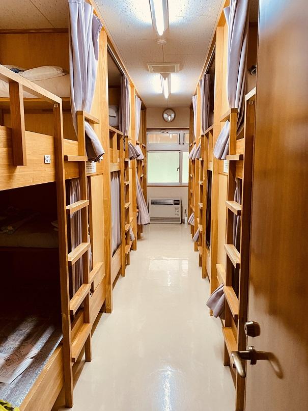 「白銀荘」の寝室。2段ベッド6人部屋。