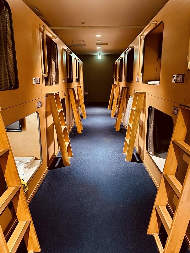 札幌「ニコーリフレ」のカプセル寝室