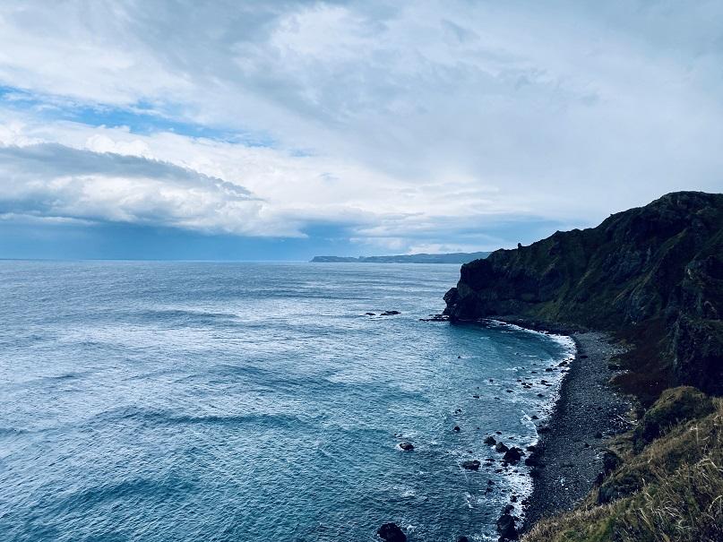 神威岬の右側から見る日本海。