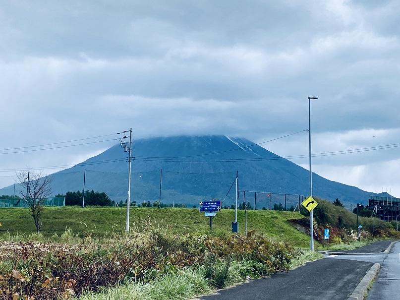 「蝦夷富士」羊蹄山は雲隠れ