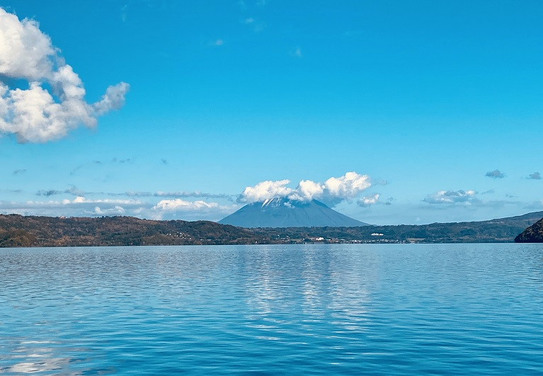 快晴の洞爺湖と羊蹄山