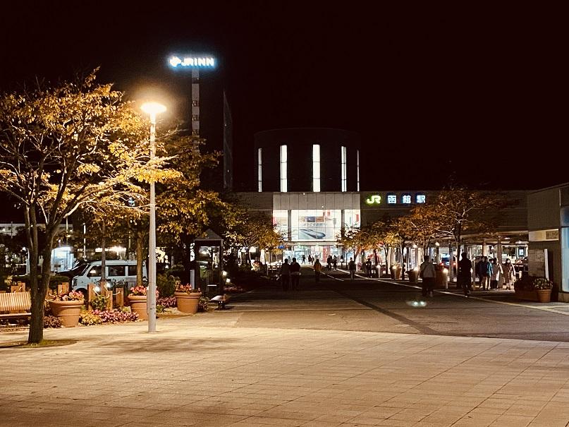 土曜の夜の函館駅前