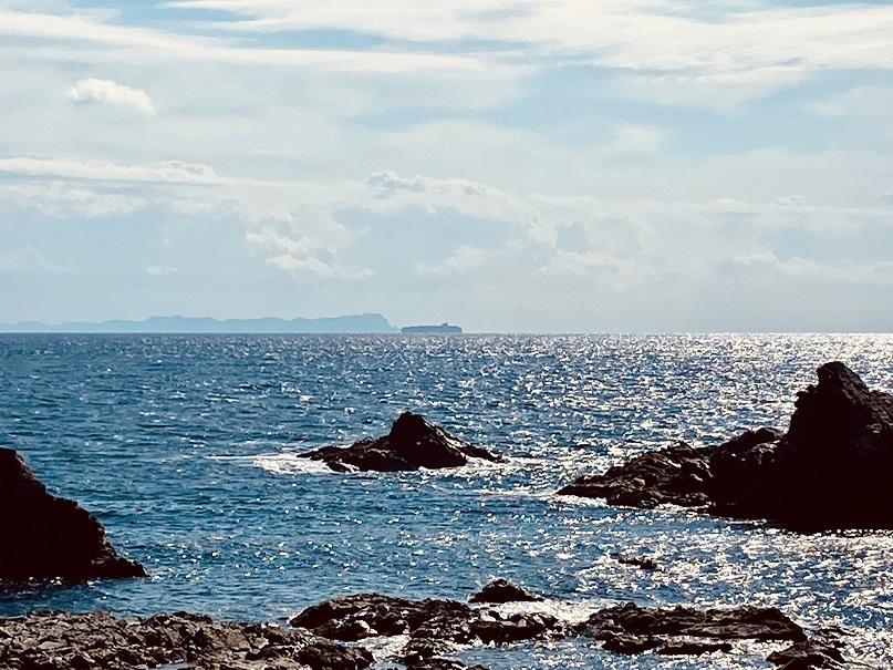 津軽海峡越しに見える竜飛岬 from 白神岬