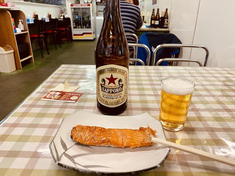 「津軽屋食堂」でひとり飲み。「赤星」が似合う店だ。