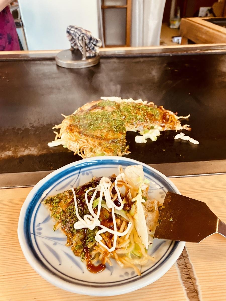 ひろしま屋の「そば肉入りお好み焼き」、700円。