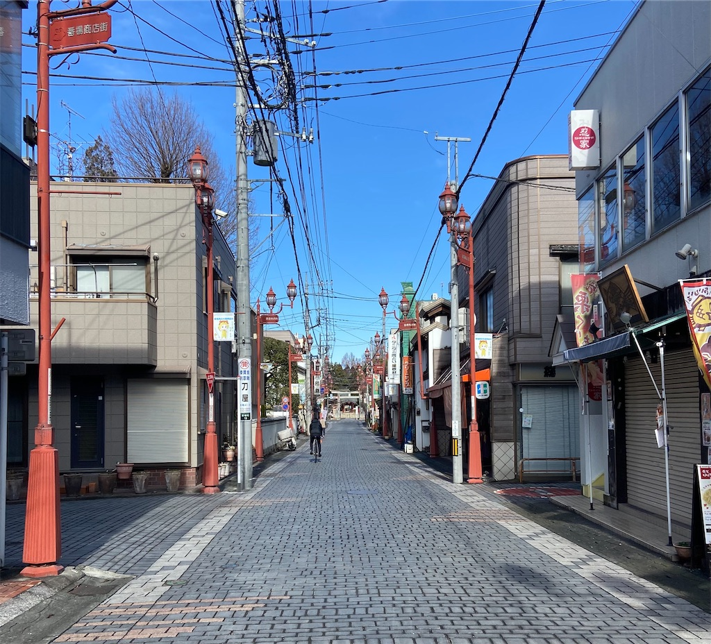 秩父神社への参道商店街。がらがらだ。