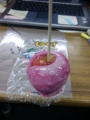 ルミナリエの屋台で売ってたりんご飴。これが普通の林檎サイズです。