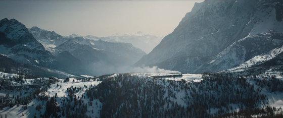 雪の渓谷風景