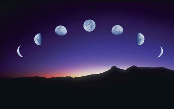 月が満ちて欠ける様子
