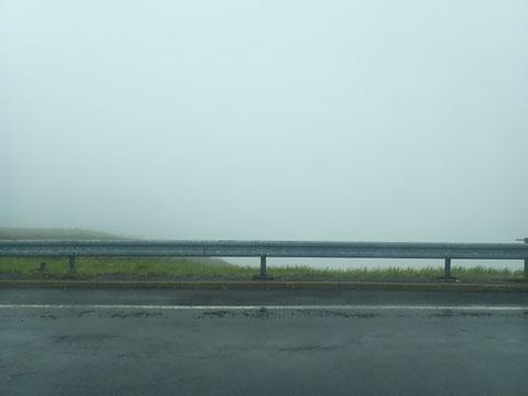 雨の知床峠