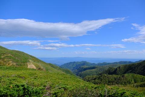 知床峠から見た国後島