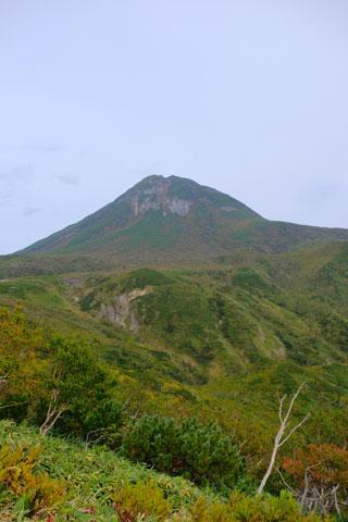 紅葉しつつある羅臼岳