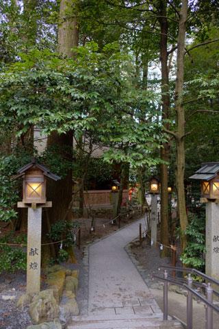本殿から椿岸神社へ