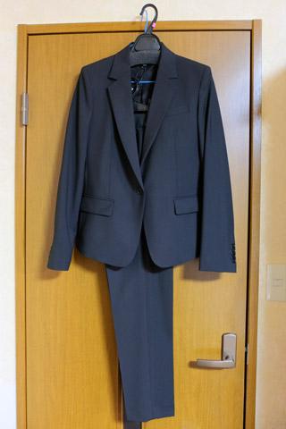 セオリーのパンツスーツ